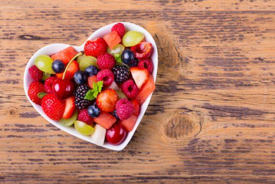 dessert-salade-de-fruits-rouges-coeur-fete-des-meres-restaurant