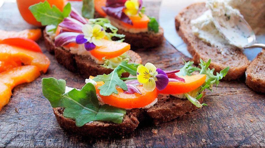 LaFourchette Trouver des clients en 2017 : 10 tendances gastronomiques à suivre fleurs comestibles