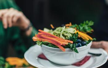 ElTenedor ensalada con productos de cercanía tendencia locavore restaurante