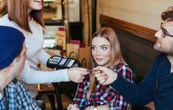 5 trucos de marketing al entregar la cuenta en tu restaurante ElTenedor